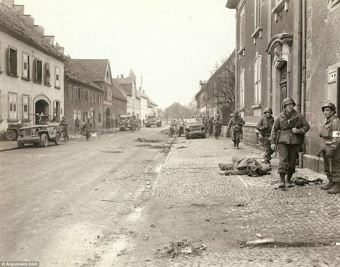 Chùm ảnh bi thảm Đại chiến thế giới thứ II của tướng 4 sao Mỹ ảnh 13