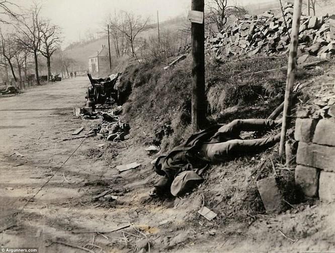 Chùm ảnh bi thảm Đại chiến thế giới thứ II của tướng 4 sao Mỹ ảnh 21