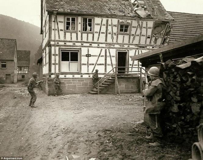 Chùm ảnh bi thảm Đại chiến thế giới thứ II của tướng 4 sao Mỹ ảnh 25