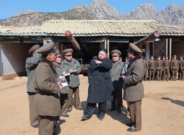 Triều Tiên lệnh cho binh sỹ bước vào trạng thái chiến tranh ảnh 17