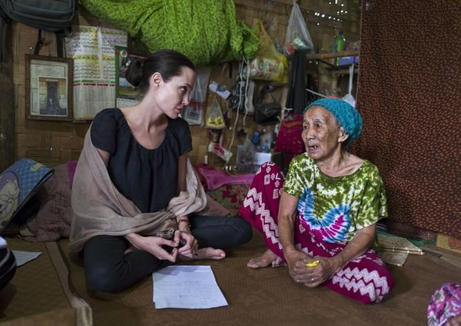 Sự thay đổi phong cách của Angelina Jolie ảnh 29