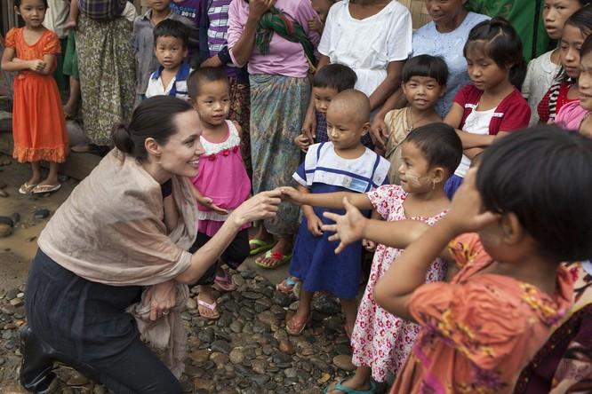 Sự thay đổi phong cách của Angelina Jolie ảnh 30