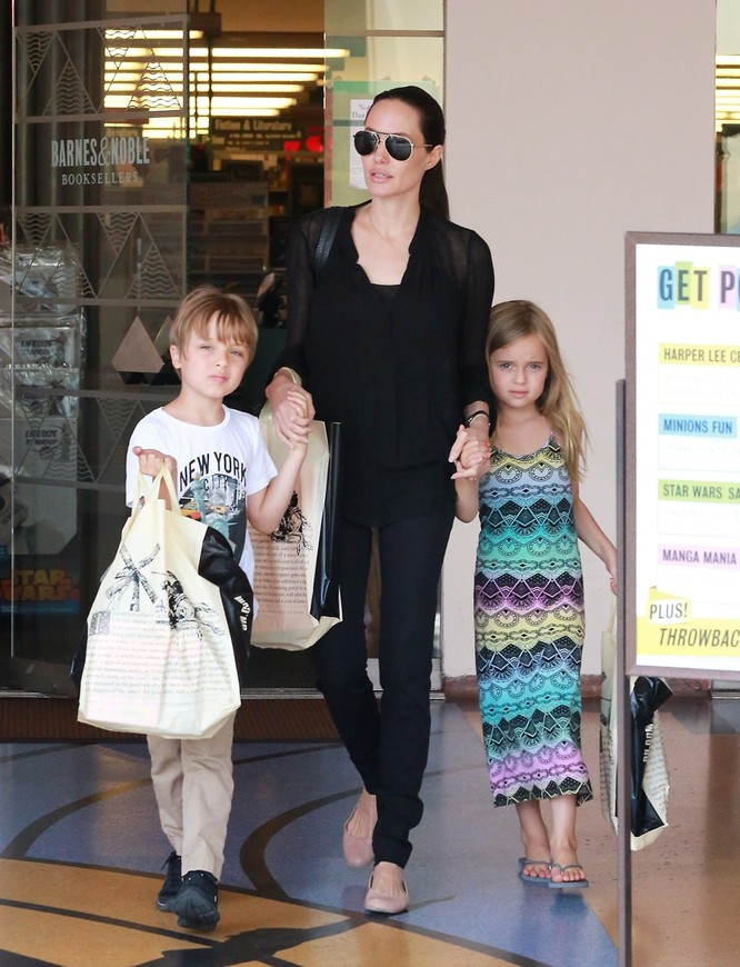 Sự thay đổi phong cách của Angelina Jolie ảnh 35