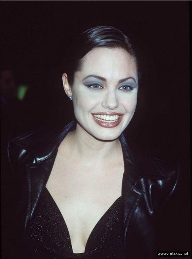 Sự thay đổi phong cách của Angelina Jolie ảnh 2