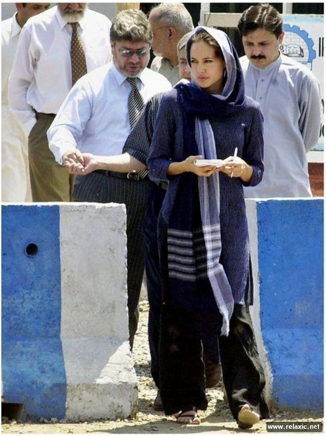 Sự thay đổi phong cách của Angelina Jolie ảnh 15