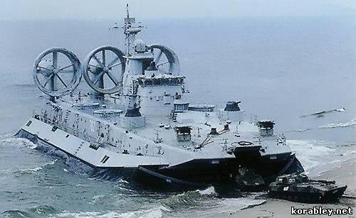 """Lướt trên sóng đại dương - tàu đổ bộ đệm khí Bò rừng """"Zubr"""" ảnh 6"""
