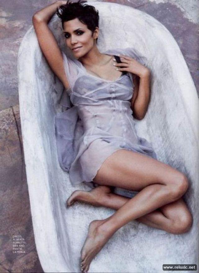 Chiêm ngưỡng nhan sắc hút hồn của Bond Girl - Halle Berry ảnh 14