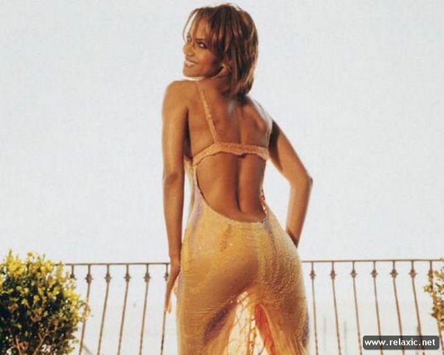 Chiêm ngưỡng nhan sắc hút hồn của Bond Girl - Halle Berry ảnh 18