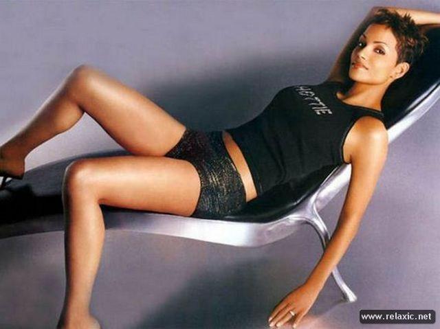 Chiêm ngưỡng nhan sắc hút hồn của Bond Girl - Halle Berry ảnh 21
