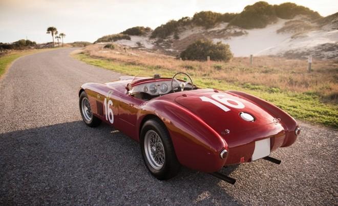 Top 10 xe giá kỷ lục tại sự kiện đấu giá Monterey 2015 ảnh 1