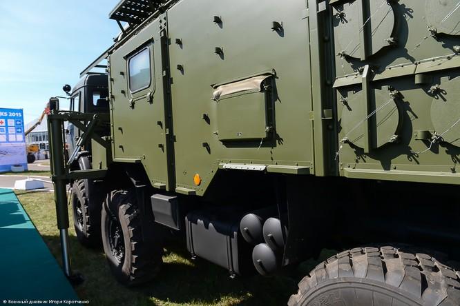 """Cận cảnh xe khí tài chế áp điện tử modul 1RL257E """"Krasuha-4"""" nổi tiếng ảnh 10"""