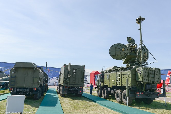 """Cận cảnh xe khí tài chế áp điện tử modul 1RL257E """"Krasuha-4"""" nổi tiếng ảnh 12"""