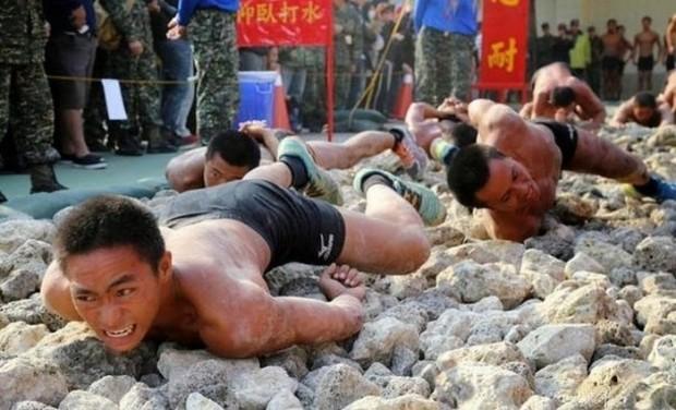 Mười phương pháp huấn luyện bộ đội điên rồ nhất trên thế giới ảnh 9