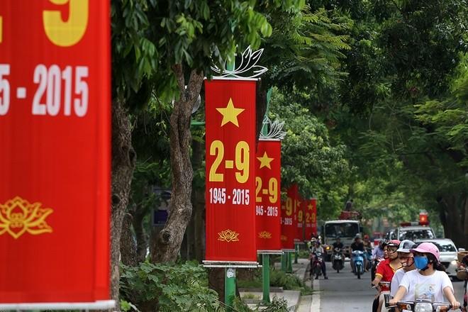 Hà Nội rực đỏ chào đón 70 năm độc lập ảnh 9