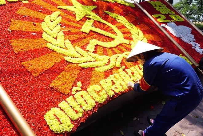 Hà Nội rực đỏ chào đón 70 năm độc lập ảnh 3