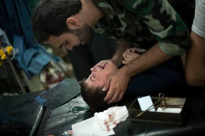 Chùm ảnh thảm họa nhân đạo trẻ em ở địa ngục Syria ảnh 41