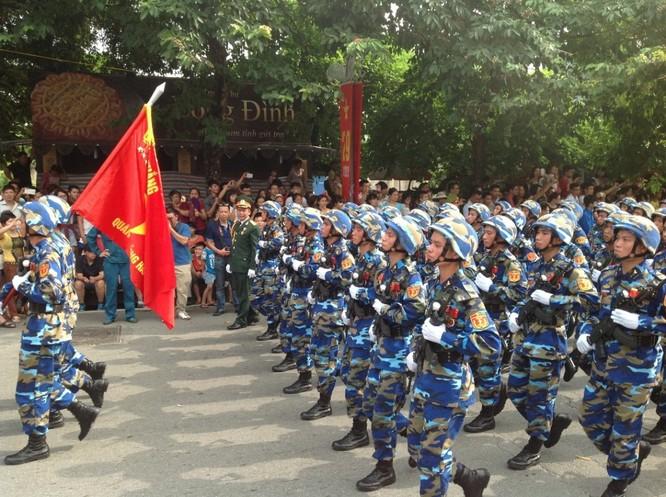 Dân đổ ra đường xem diễu binh hoành tráng mừng Quốc Khánh ảnh 21