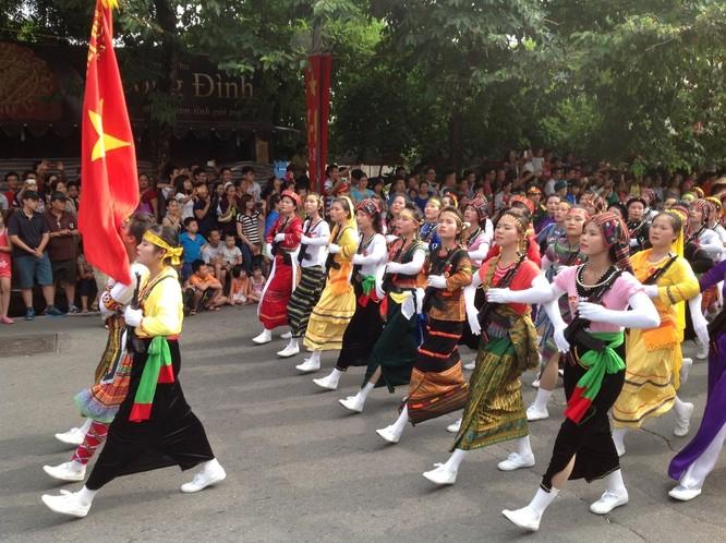Dân đổ ra đường xem diễu binh hoành tráng mừng Quốc Khánh ảnh 20