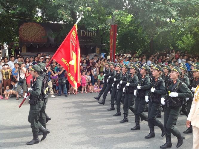 Dân đổ ra đường xem diễu binh hoành tráng mừng Quốc Khánh ảnh 25