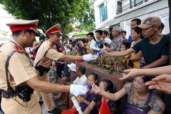 Lực lượng quân đội diễu binh qua lễ đài mừng Quốc khánh 2/9 ảnh 15