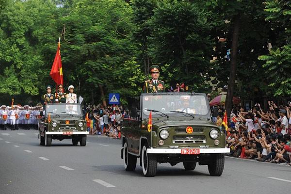 Lực lượng quân đội diễu binh qua lễ đài mừng Quốc khánh 2/9 ảnh 2