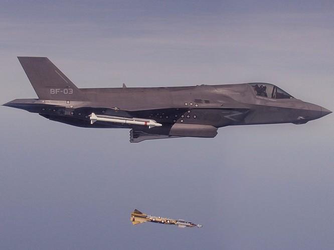 F-35 Lightning II luyện kỹ năng không chiến chống tiêm kích Nga ảnh 11