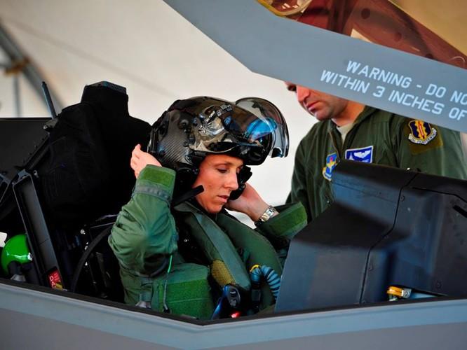 F-35 Lightning II luyện kỹ năng không chiến chống tiêm kích Nga ảnh 21