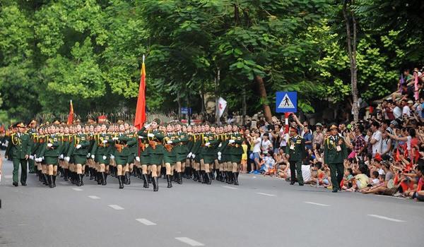 Lực lượng quân đội diễu binh qua lễ đài mừng Quốc khánh 2/9 ảnh 3