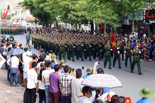 Lực lượng quân đội diễu binh qua lễ đài mừng Quốc khánh 2/9 ảnh 10