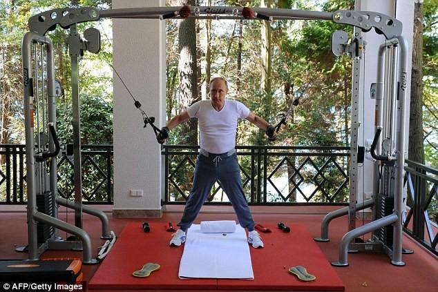 Tổng thống Putin xài hàng hiệu, sở hữu bộ sưu tập đồng hồ 500.000 USD ảnh 1