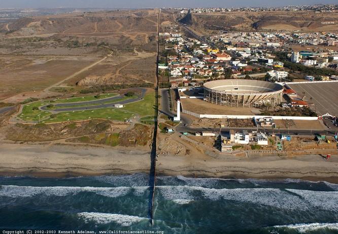 12 đường biên giới kỳ lạ trên thế giới ảnh 10