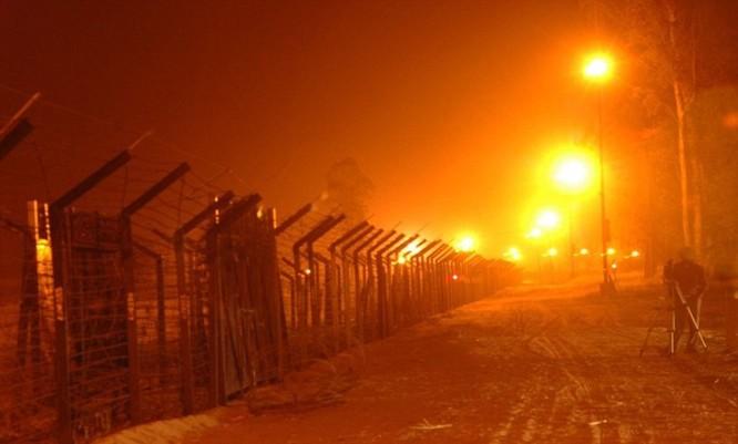 12 đường biên giới kỳ lạ trên thế giới ảnh 16