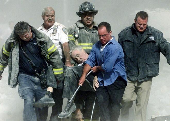 Những hình ảnh khiến người Mỹ không quên vụ 11/9 ảnh 9