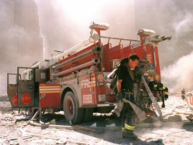 Những hình ảnh khiến người Mỹ không quên vụ 11/9 ảnh 12