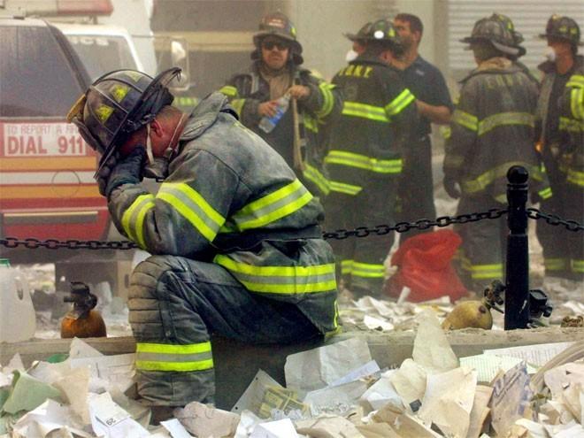 Những hình ảnh khiến người Mỹ không quên vụ 11/9 ảnh 13