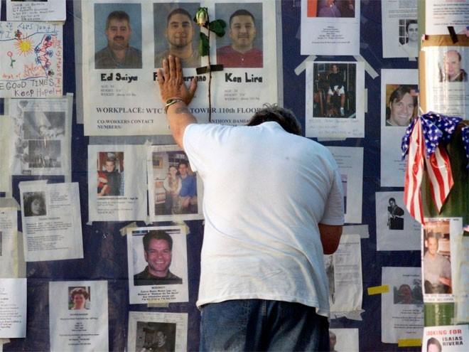 Những hình ảnh khiến người Mỹ không quên vụ 11/9 ảnh 15