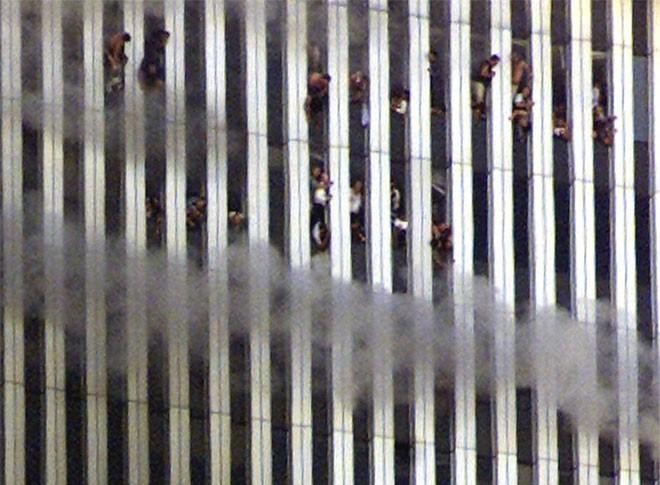 Những hình ảnh khiến người Mỹ không quên vụ 11/9 ảnh 4