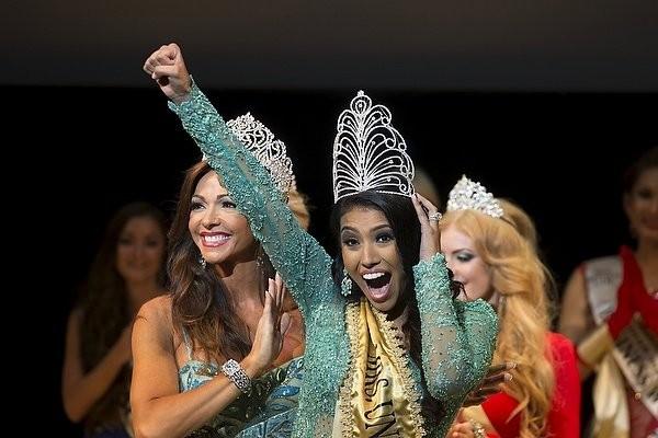 """Chiêm ngưỡng nhan sắc tuyệt vời của """"Hoa hậu Hoàn vũ"""" - cô gái của bộ lạc Indian ảnh 1"""