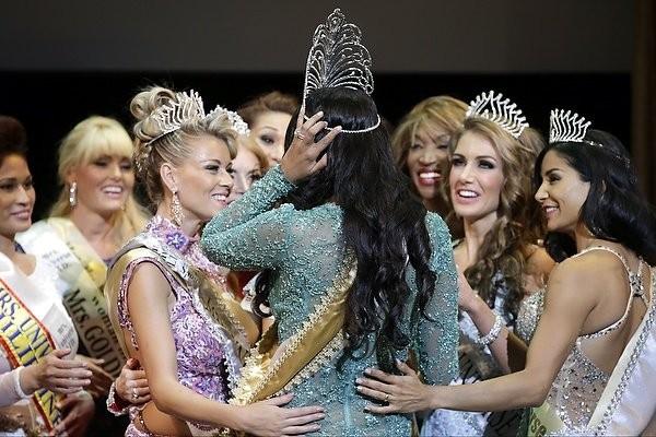 """Chiêm ngưỡng nhan sắc tuyệt vời của """"Hoa hậu Hoàn vũ"""" - cô gái của bộ lạc Indian ảnh 4"""