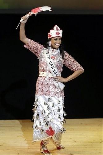 """Chiêm ngưỡng nhan sắc tuyệt vời của """"Hoa hậu Hoàn vũ"""" - cô gái của bộ lạc Indian ảnh 10"""