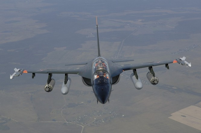 Yak-130, máy bay huấn luyện mà Việt Nam có thể mua ảnh 2