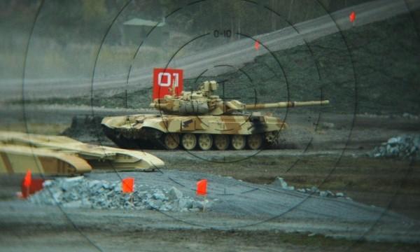 T-90 thử nghiệm thực tế chiến đấu trong sa mạc ảnh 1
