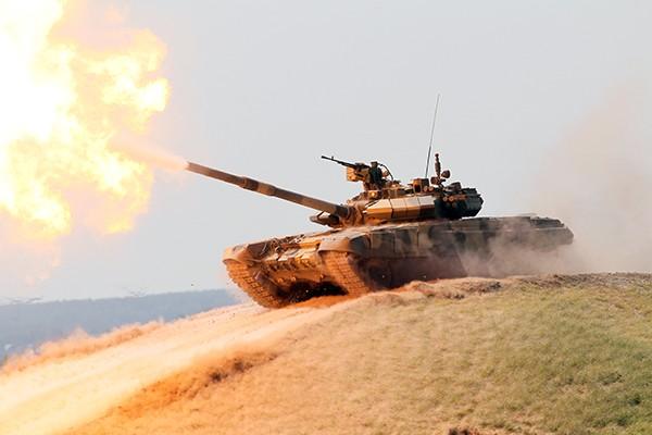 T-90 thử nghiệm thực tế chiến đấu trong sa mạc ảnh 4