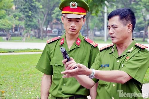 Xem chiến sĩ cảnh sát tập luyện với súng ngắn hiện đại - ảnh 10