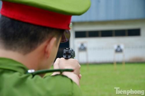 Xem chiến sĩ cảnh sát tập luyện với súng ngắn hiện đại - ảnh 9