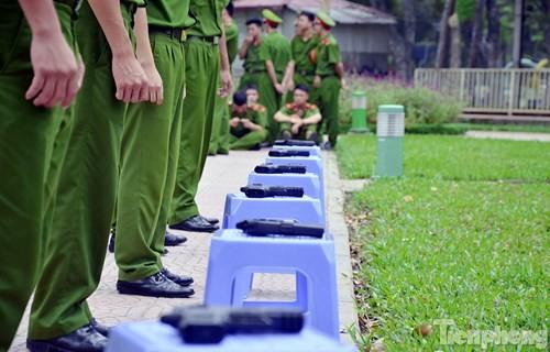 Xem chiến sĩ cảnh sát tập luyện với súng ngắn hiện đại - ảnh 2