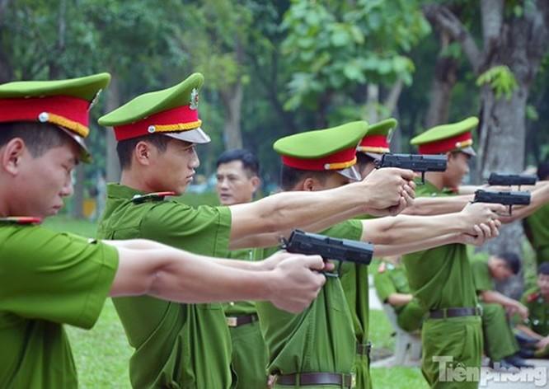 Xem chiến sĩ cảnh sát tập luyện với súng ngắn hiện đại - ảnh 11