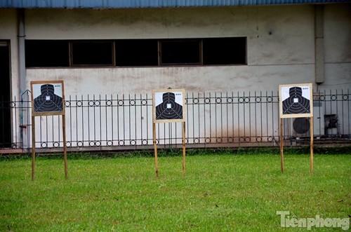 Xem chiến sĩ cảnh sát tập luyện với súng ngắn hiện đại - ảnh 12