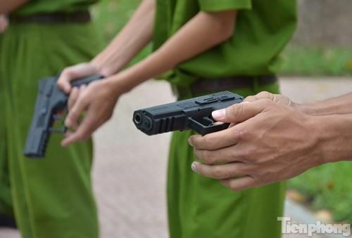 Xem chiến sĩ cảnh sát tập luyện với súng ngắn hiện đại - ảnh 5