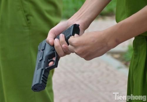 Xem chiến sĩ cảnh sát tập luyện với súng ngắn hiện đại - ảnh 3